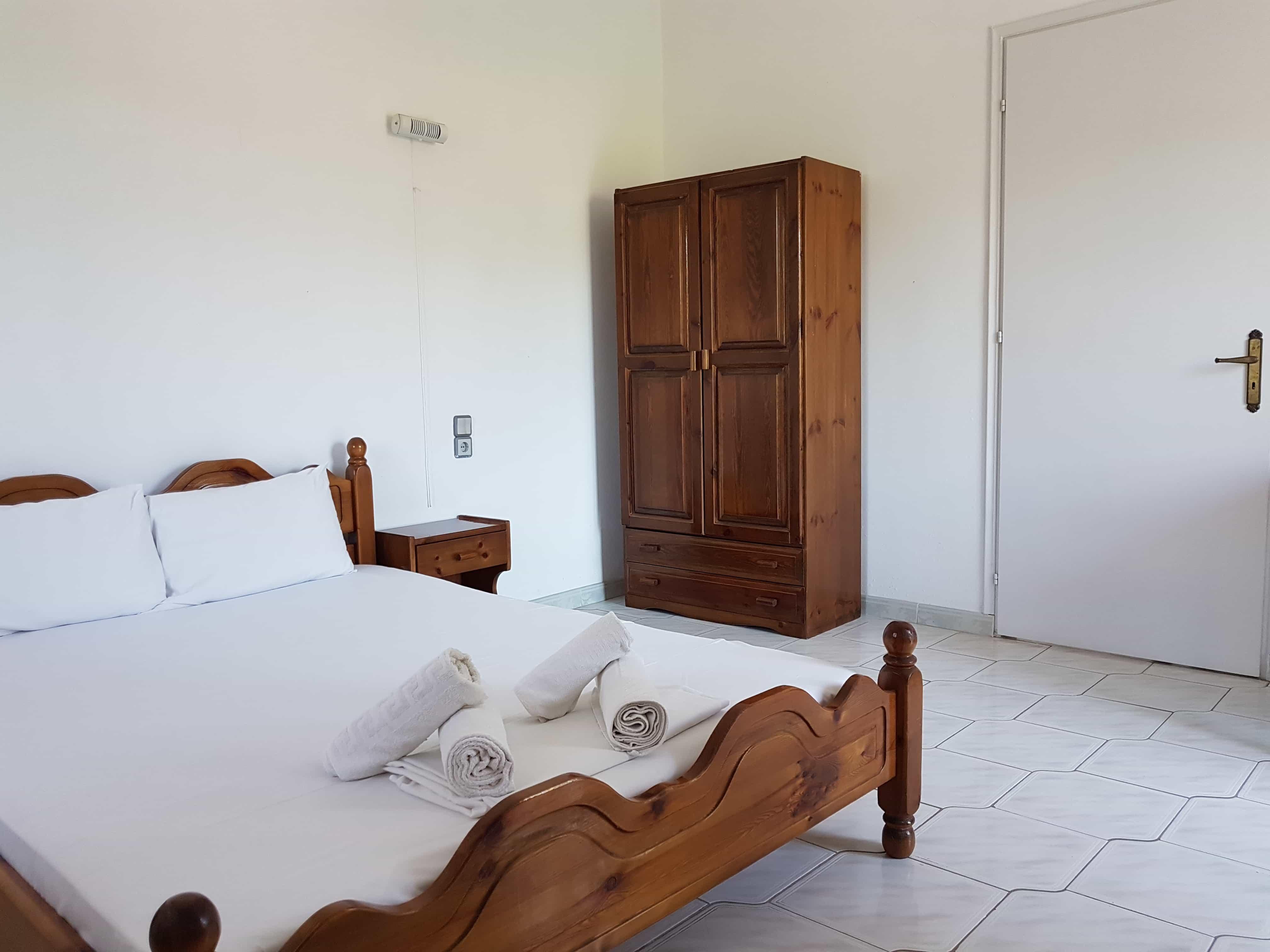 Amarandos Studios Rooms & Apartments